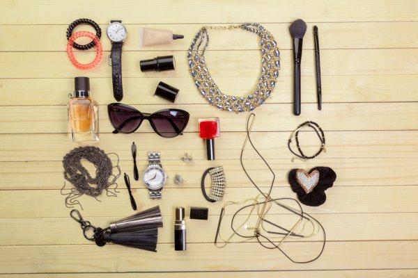 4 Jenis Aksesoris Fashion Wanita Agar Bisa Tampil Cantik
